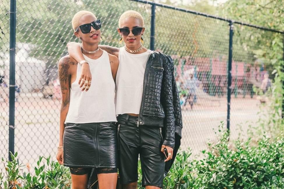 Look noir et blanc. Le cuir et les grosses chaines n'enlèvent rien à la féminité (photo Drielys)
