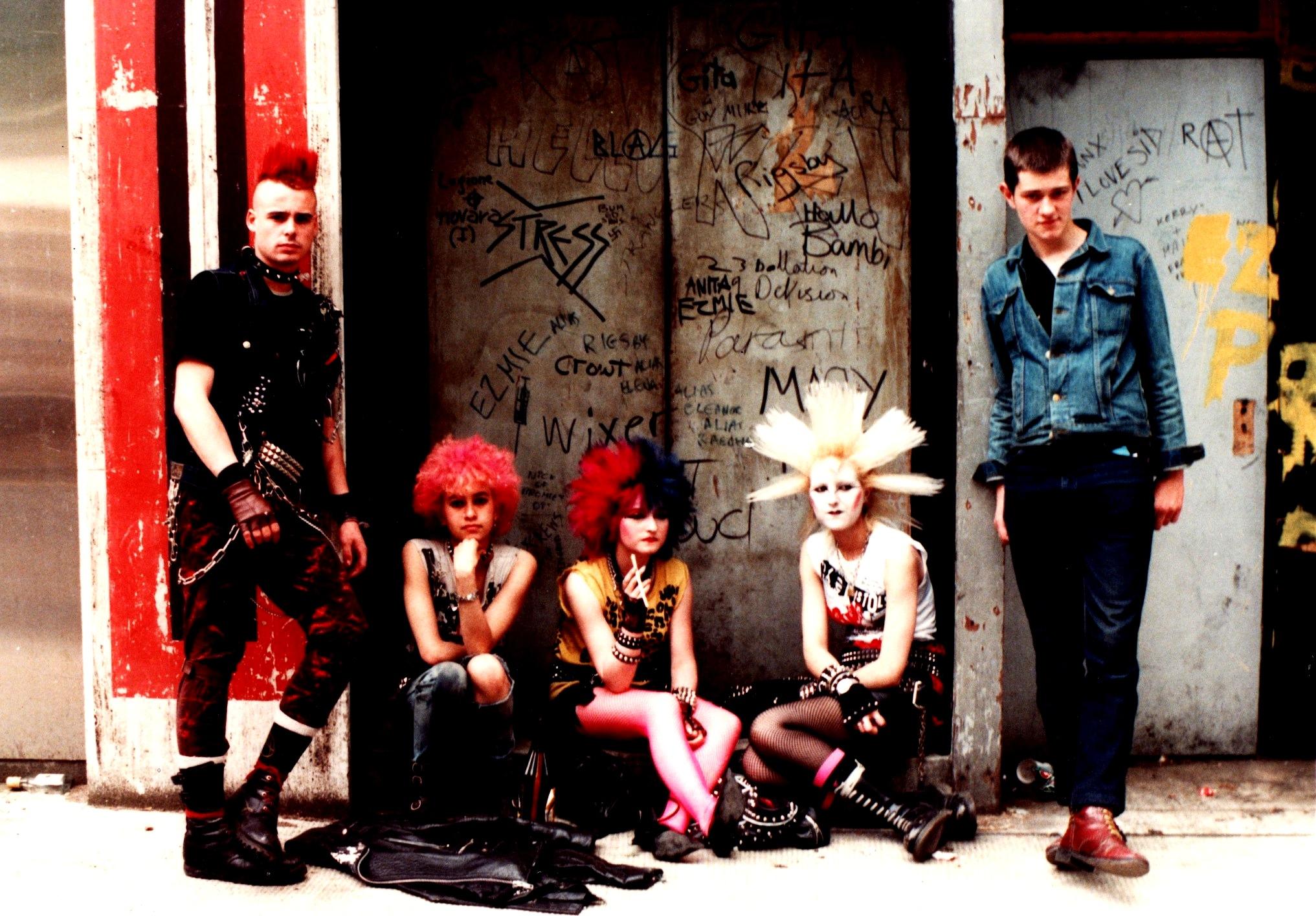 Punks londoniens dans les années 80 (image du site: http://tracks.arte.tv)